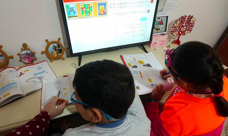 Children having an online class (getty)