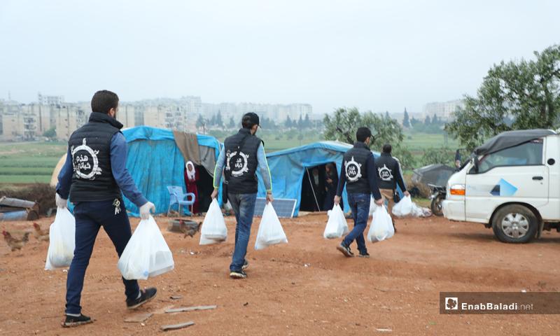 Distributing meals to Internally Displaced Persons (IDPs) camps in Idlib (Enab Baladi)