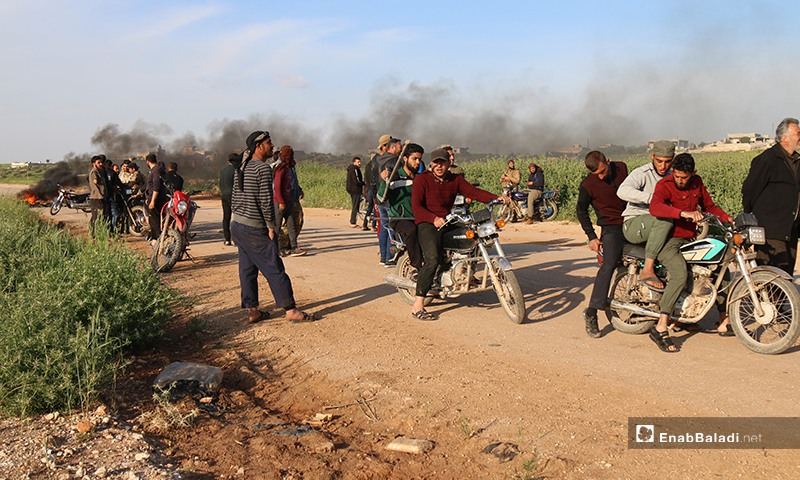 Civilians sat in protest on the road between Maaret Elnaasan and Mizanaz and burned tires to prevent the passage of any truck heading to the Syrian-regime controlled areas, but Hayat Tahrir al-Sham set up a checkpoint before them - 27 April 2020 (Enab Baladi)
