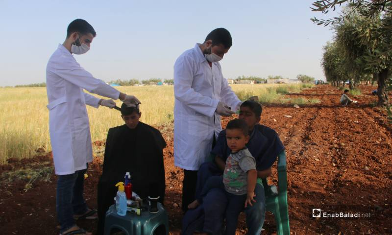 A group of Syrian barbers volunteers to cut children