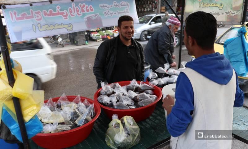 The selling of licorice drink at the al-Bab city's street markets – 04 May 2020 (Enab Baladi)