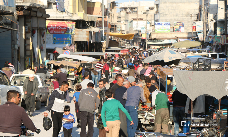 Overcrowded shopping streets in the city of Azaz in Aleppo Countryside before iftar in Ramadan - 30 April (Enab Baladi)