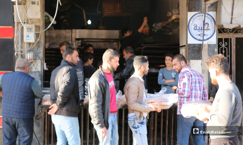 People of Azaz city in Aleppo countryside standing in line outside a bakery to buy bread and crispy breadsticks in Ramadan -  30 April (Enab Baladi)