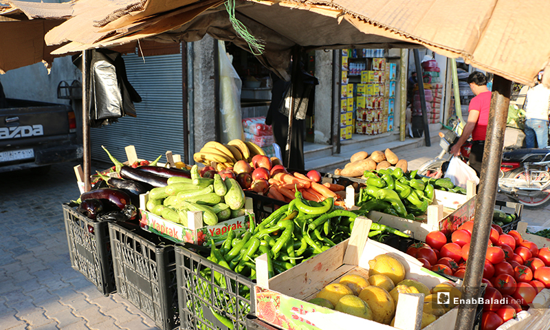 A vegetable and fruit stand in the city of Azaz in Aleppo Countryside during Ramadan - 30 April (Enab Baladi)