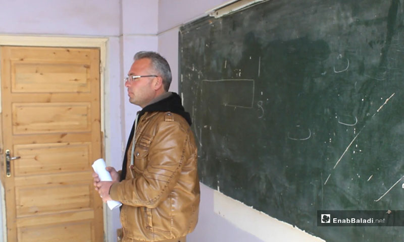 A teacher at one of rural Idlib's schools - 2019 (Enab Baladi)