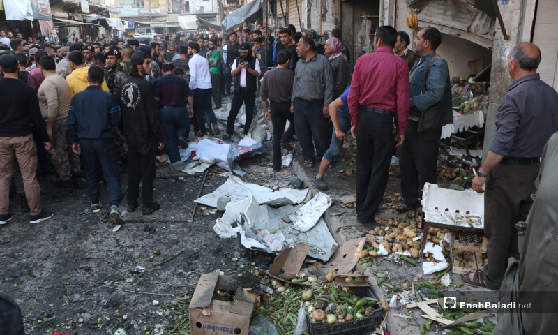 Police officers dispersing citizens who gathered near an improvised explosive device (IED) explosion site in a vegetable store in al-Bab city – 10 May 2020 (Enab Baladi)