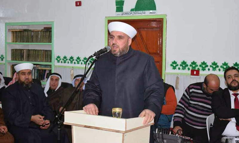 Giving a Friday sermon in one of Daraa's mosques - 19 December 2020 (Daraa's Islamic Waqf)