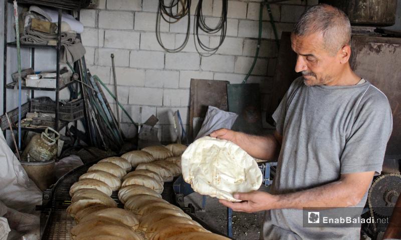 A worker in one of the bakeries of Kafr Aruq village in northern Idlib – 09 June 2020 (Enab Baladi – Iyad Abd al-Jawad)