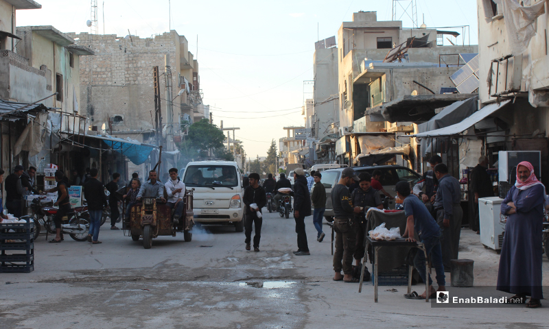 People on the streets of Sarmin city in the eastern countryside of Idlib before Iftar - 8 Nisan 2020 (Enab Baladi)
