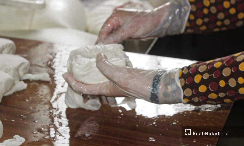 The making process of white cheese in al-Dana city in northern Idlib countryside – 04 June 2020 (Enab Baladi / Shadia al-Taataa)