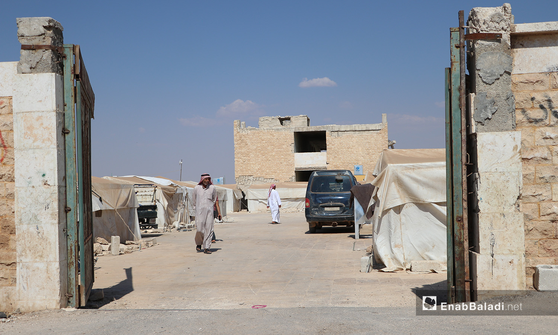 The entrance gate of Qibtan Camp for internally displaced people (IDPs) near Akhtarin town in northern Aleppo countryside – 17 July 2020 (Enab Baladi / Asim Melhem)