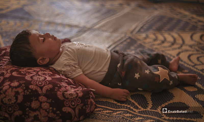 Syrian baby sleeping in a tent in the summer heat in the IDPs camps of northern Idlib countryside – 07 July 2020 (Enab Baladi / Yousef Ghuraibi)