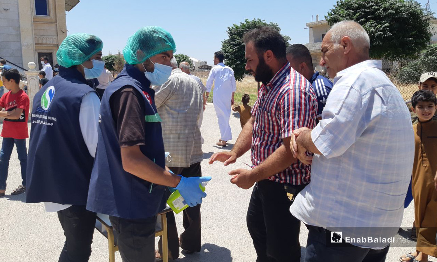 The distribution of sanitizers and disposable medical face masks on the doors of some mosques in northern Idlib countryside as a preventive measure against a further spread of the novel coronavirus (COVID-19) pandemic – 07 July 2020 (Enab Baladi / Iyad Abdel Jawad)