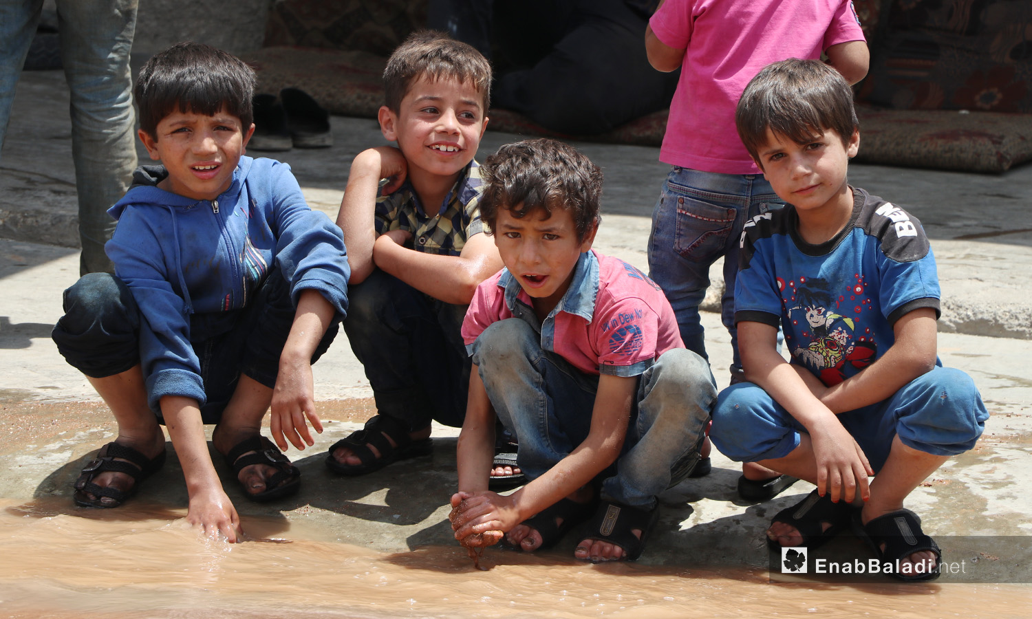 Children playing with leaked water due to the breakdowns of the water pipes system that provides water for the al-Bab city in northern Aleppo countryside – 20 June 2020 (Enab Baladi / Asim Melhem)