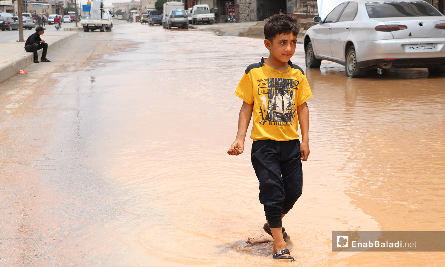 A child walking through leaked water due to the breakdowns of the water pipes system that provides water for the al-Bab city in northern Aleppo countryside – 20 June 2020 (Enab Baladi / Asim Melhem)