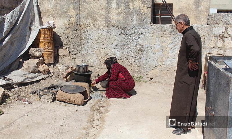 The traditional cooking of food in Arshin village on the al-Summaq Mountain of northern Idlib countryside – 17 June 2020 (Enab Baladi / Iyad Abdel Jawad)