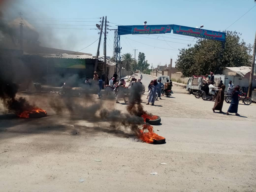 Protesters burn tires at the entrance to the city of al-Shuhayl in the eastern countryside of Deir Ezzor- 4 August 2020 (Al-Shuhail Media Center)