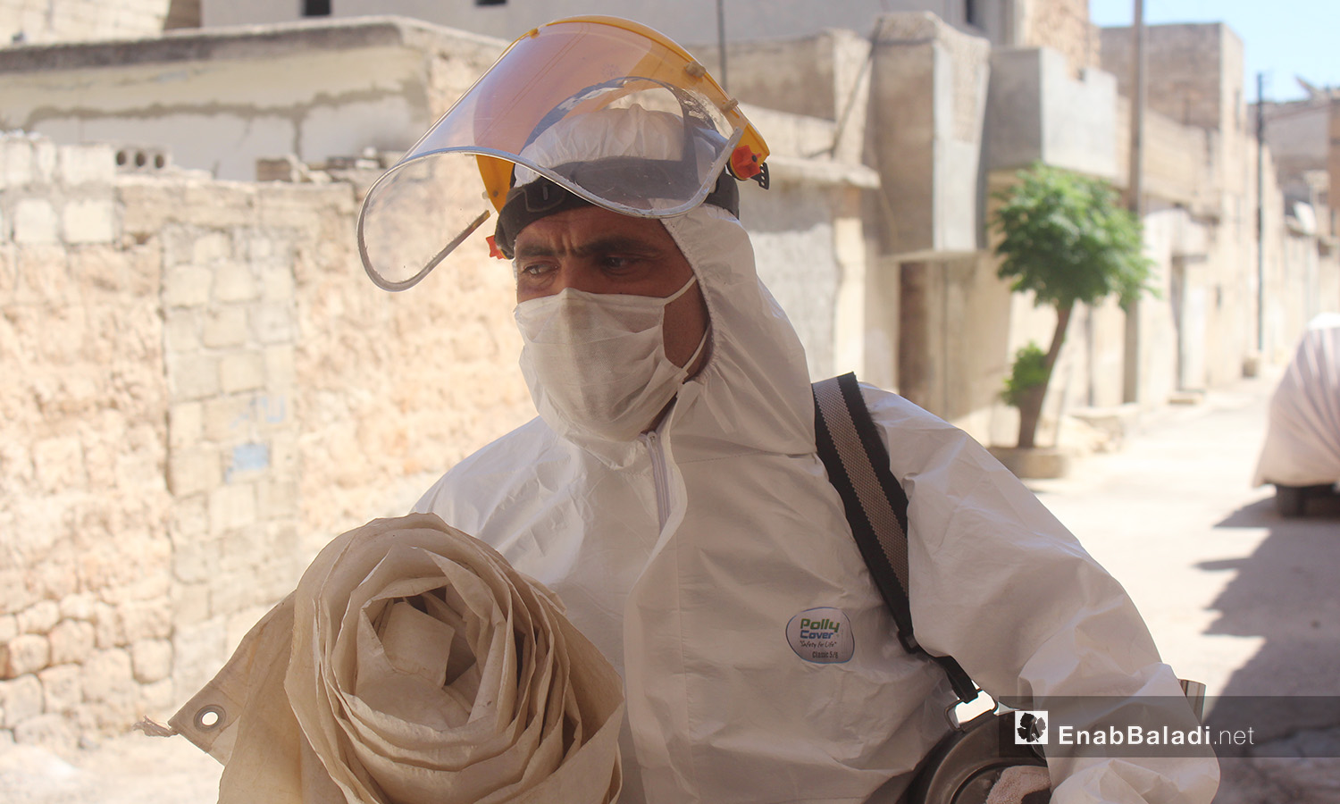 An insecticide spraying and awareness campaign on the Leishmaniasis disease in Idlib countryside – August 2020 (Enab Baladi / Iyad Abdel Jawad)