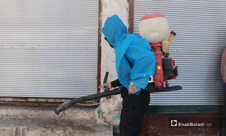 Disinfection operations supervised by the al-Raqqa municipality to limit the spread of the novel coronavirus (COVID-19) pandemic – 04 August 2020 (Enab Baladi / Abdul Aziz al-Saleh)