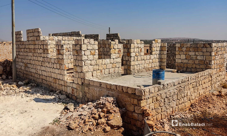 The walls of a house still under construction in Kafr Arouq village, northwestern Idlib - 31 August 2020 (Enab Baladi)