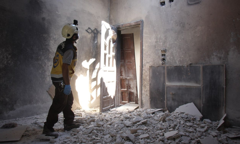 """An element of the """"Syrian Civil Defense"""" checking on one of the bombed houses in Idlib - 08 September 2020 (Syrian Civil Defense)"""