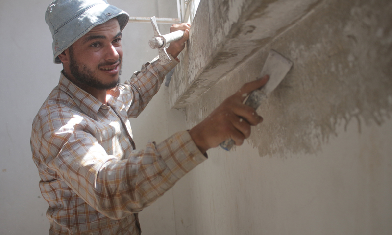 A construction worker at the Faculty of Islamic Sciences of Gaziantep University in the city of Azaz in the northern countryside of Aleppo - September 2020 (Abrar Organization for Relief and Development)