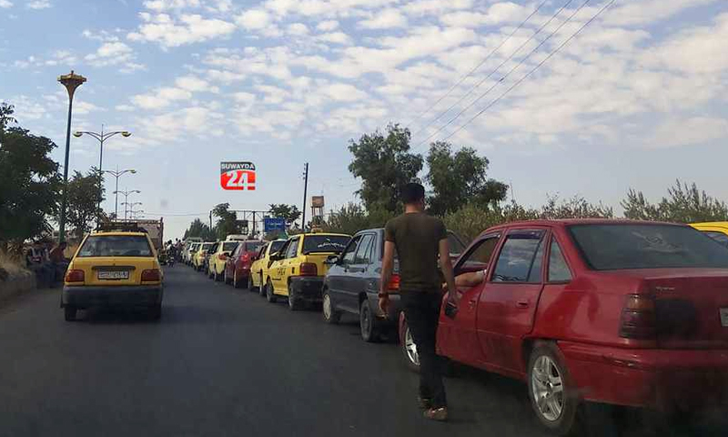 Cars waiting in line in front of a gas station in As-Suwayda- 1 Septemeber 2020 (Suwayda 24)