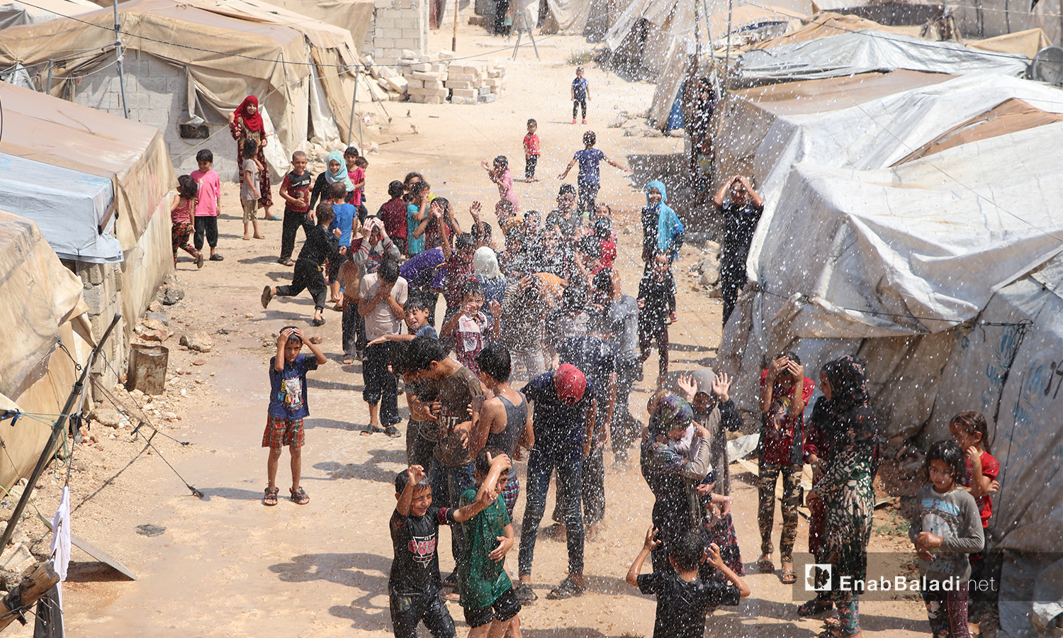 A campaign by the Syrian Civil Defense to alleviate the summer's heat for the camps' residents in the al-Sharqiyah camp for internally displaced people (IDPs) in al-Bab in Aleppo countryside – 05 September 2020 (Enab Baladi / Asim Melhem)