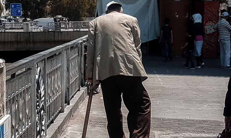 An old man walking in the streets of Damascus - June 2020 (Lens young Dimashqi)