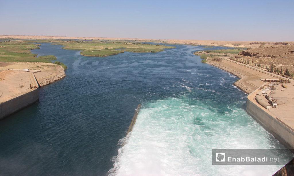 The Euphrates Dam waters in the city of al-Tabqah, West of Raqqa – 15 May 2017 (Enab Baladi)