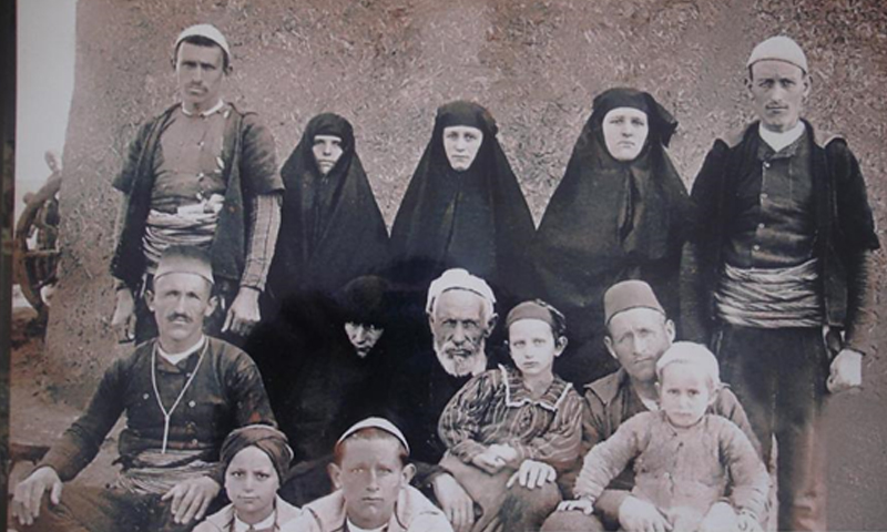 A native Albanian family at the beginning of the 20th century in Albania (The Arnaut from the Balkan to Damascus)