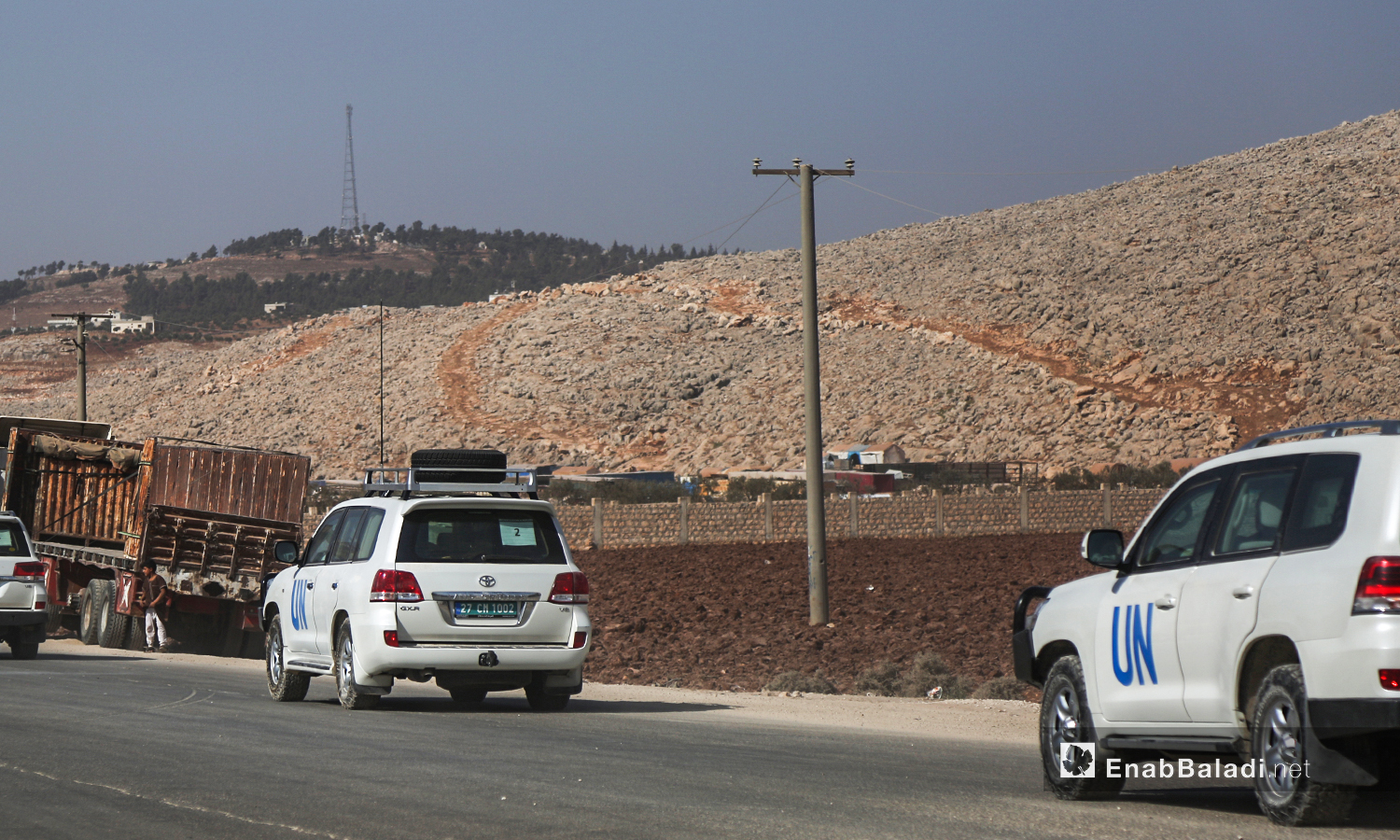 """The United Nations delegation leaving through the """"Bab al-Hawa"""" border crossing after ending its visit to some camps in northwestern Syria - 27 October 2020 (Enab Baladi)"""