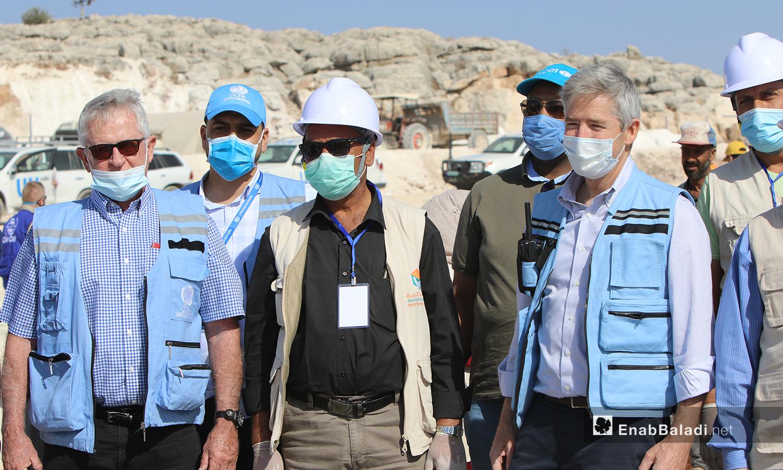 A United Nations delegation visits some under construction camps in northwestern Syria – 27 October 2020 (Enab Baladi)