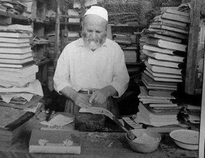 Sheikh Mohammed Mansour Adam al-Arnaut in his small shop in the northern side of the al-Maskiyah shops, meters away form the western gate of the Umayyad Mosque (The Arnaut from the Balkan to Damascus)