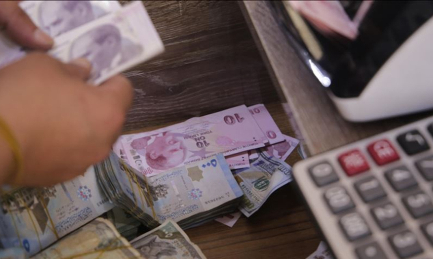 An expressive picture of the Syrian pound and the Turkish lira - 17 August 2020 (f5haber)