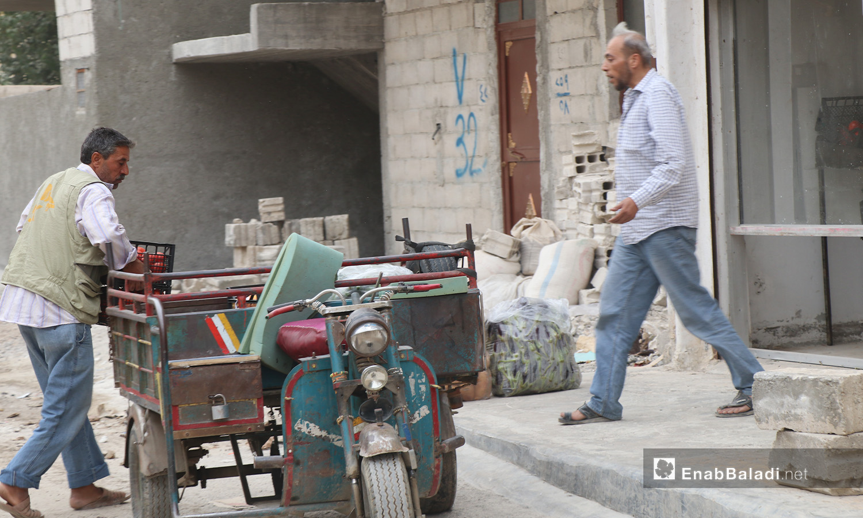 A man walking on the sidewalk towards his three-wheeled truck in al-Raqqa city – September 2020 (Enab Baladi - Abdul Aziz al-Saleh)