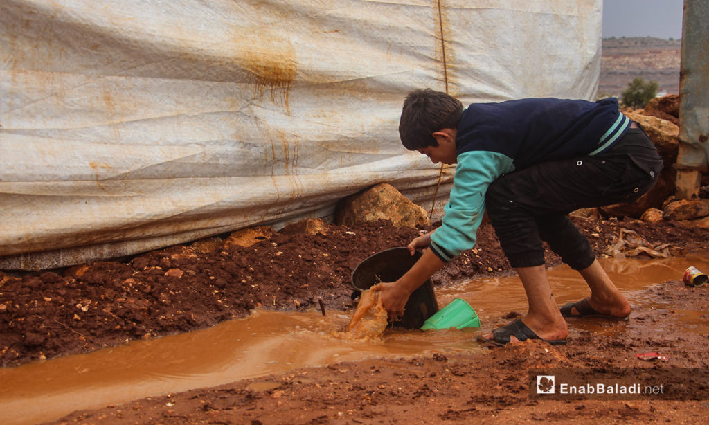 Mud covered the tents of the Ramdoun camp after heavy rains - 2 November 2020 (Enab Baladi / Iyad Abdel-Jawad)