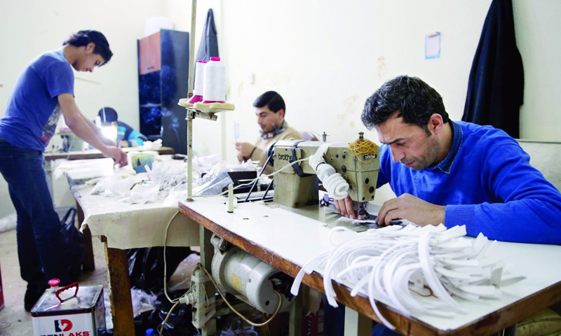 Syrian workers in a sewing workshop (Halk TV)