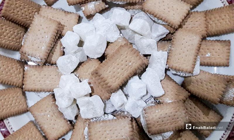 Daraa's soft raha sweets with biscuits - December 2020 (Enab Baladi)