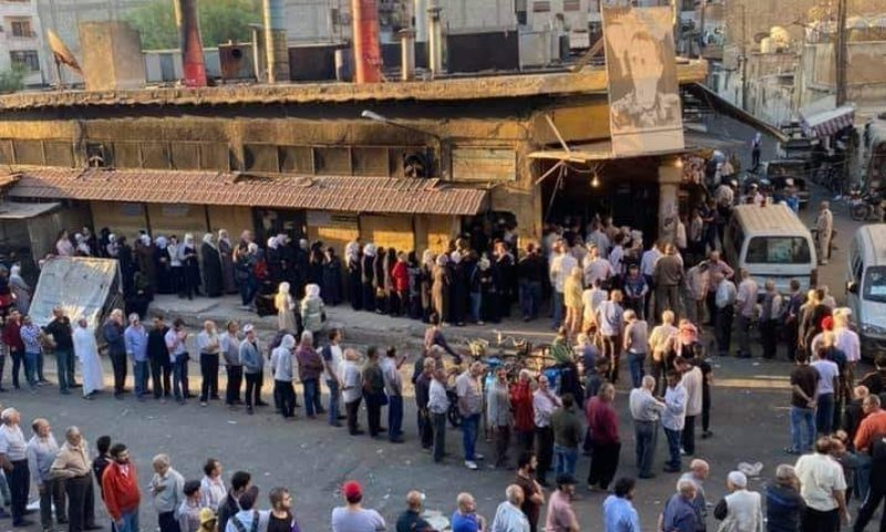 People queuing to get bread from the Shaykh Sa'ad Bakery in Damascus city—18 October 2020 (Facebook)