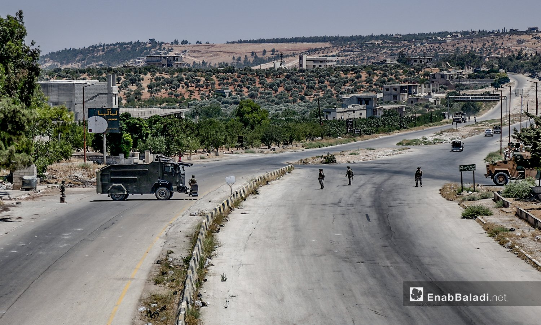 Joint Turkish-Russian patrol on M4 International Highway — 4 July 2020 (Enab Baladi/Yousef Ghuraibi)