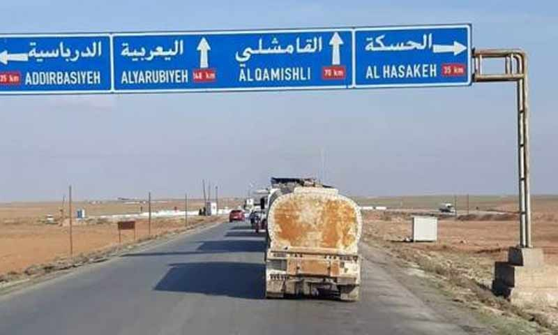 An oil tank trucks entering the city of Qamishli(Eqtsad.net)