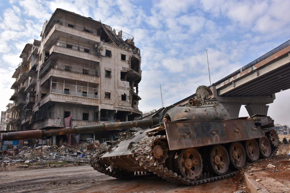 A tank of the Syrian regime's forces in al-Sakhour neighborhood, Aleppo province—7 December 2016 (George Ourfalian)