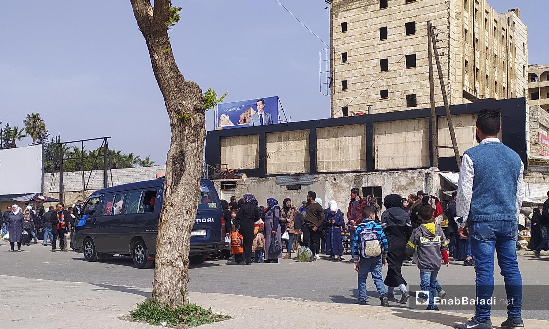 A crowded minibus station in the city of Aleppo- April 2020 (Enab Baladi-Saber al-Halabi)