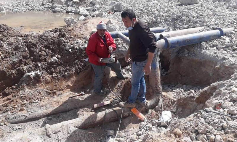 Workers repairing water pipes in Raqqa - March 2021 (Facebook / Raqqa Civil Council)