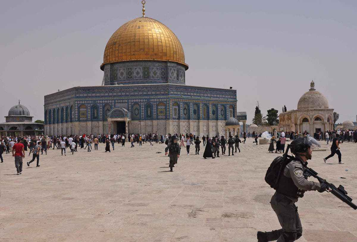 Israeli occupation police and Palestinians clashing in al-Aqsa mosque — 21 May 2021 (AFP)