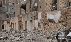 Rubble of old mud-brick houses in al-Raqqa destroyed by the hostilities between the Islamic State (IS), the Syrian Democratic Forces (SDF), and the Global Coalition Against IS - May 2021 (Enab Baladi / Hussam al-Omar)
