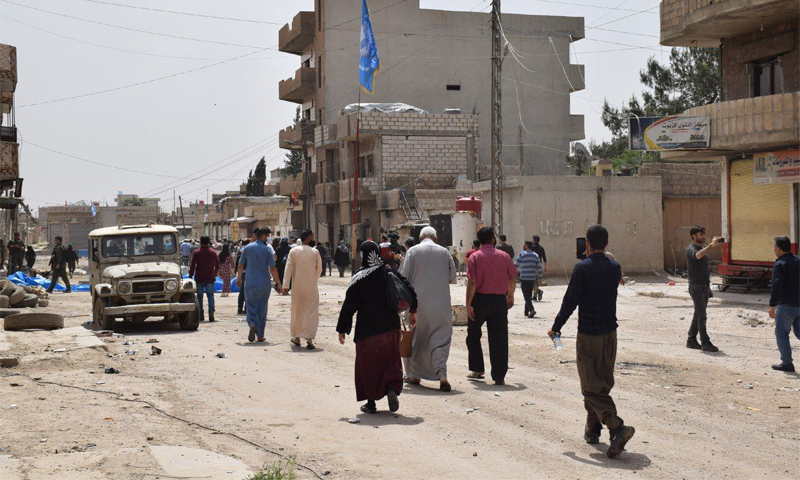 Residents from the Tayy neighborhood returning to their houses after the truce announcement - 26 April 2021 (Hawar News Agency)