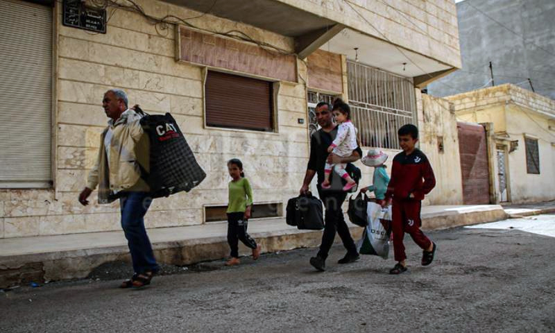 Civilians from the Tayy neighborhood fleeing the area following clashes between the pro-government National Defense Forces (NDF) and Asayesh - 21 April 2021 (North Press Agency)