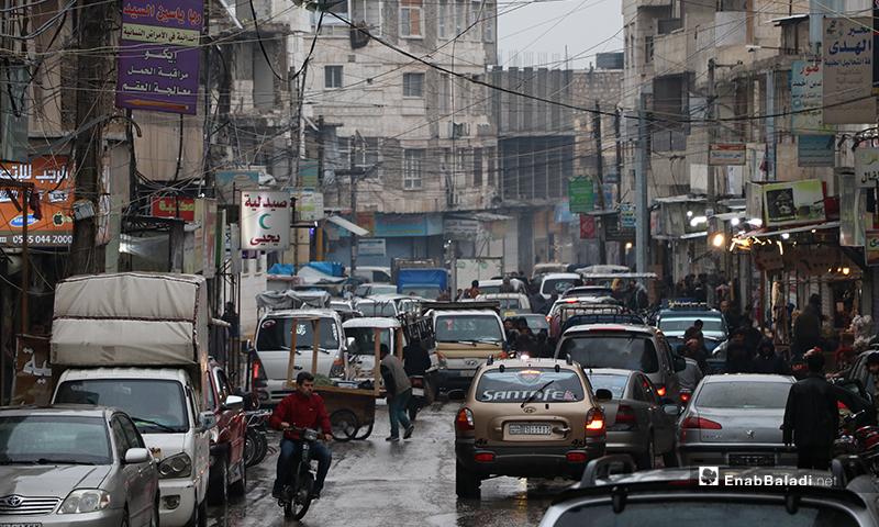 A stream of traffic on the rain-wet roads of Bab al-Hawa city – 24 April 2021 (Enab Baladi)